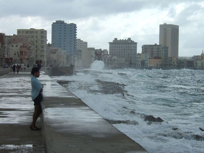 Rough waters on the Malecón | Image credit: Johannes Merkle, Wikimedia Commons
