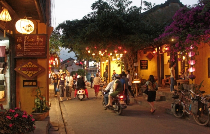 It doesn't get more romantic than Hoi An at night